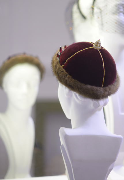 Stephen Jones Millinery Autumn Winter 2017 Norman Hartnell Coronation cap in velvet and mink with detachable tiara 14 Norman Hartnell