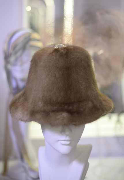 Stephen Jones Millinery Autumn Winter 2017 Hubert de Givenchy Cloche in mink and velvet with rhinestone button 02 Hubert de Givenchy