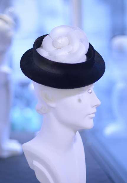 Stephen Jones Millinery Autumn Winter 2017 Coco Chanel boater in panne velvet with silk camellia and pearl hat pin 06 Coco Chanel