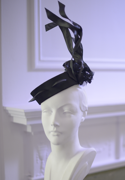 Stephen Jones Millinery Autumn Winter 2017 Christian Dior Tambourin in panne velvet satin straw and flowers 09 Christian Dior